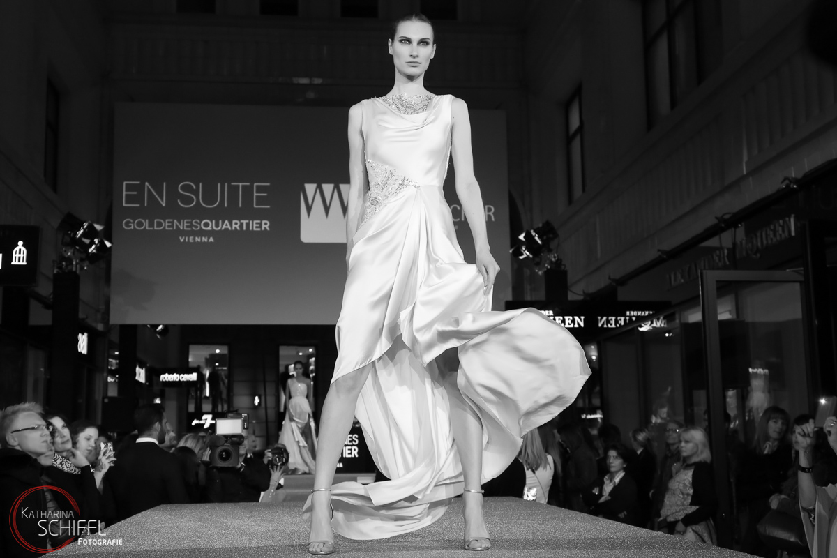 VOUGEfashionNightOut@GoldenesQuartier-FashionShow – Model Beate