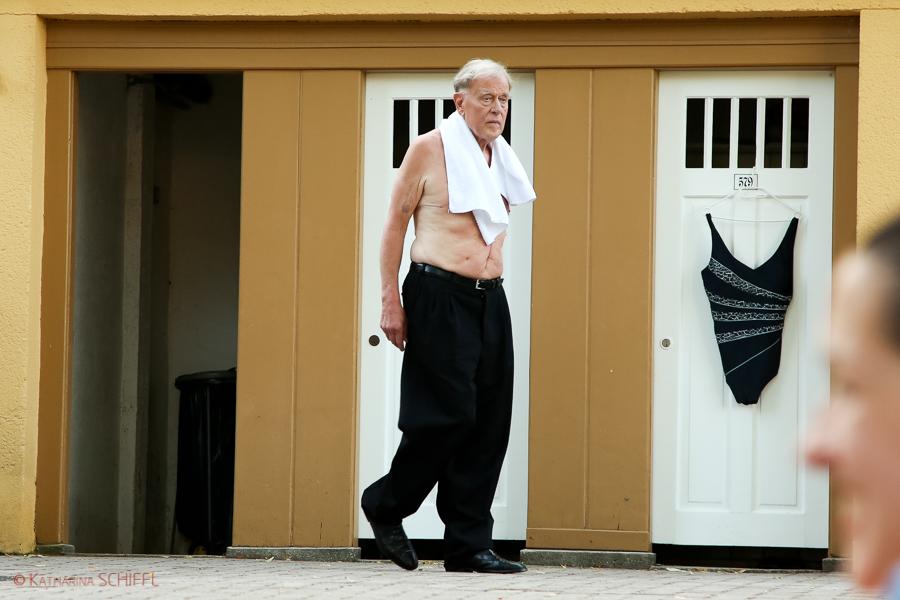 Claus Peymann vor Der Schwimmender Salon @ Thermalbad Vöslau