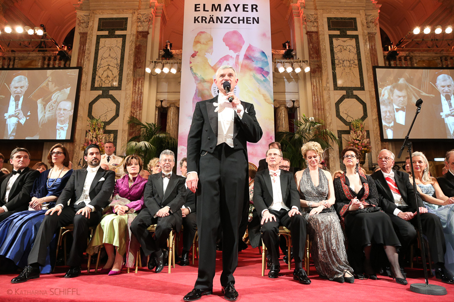 Thomas Schäfer-Elmayer bei Elmayer-Kraenzchen-Eroeffnung @ Hofb